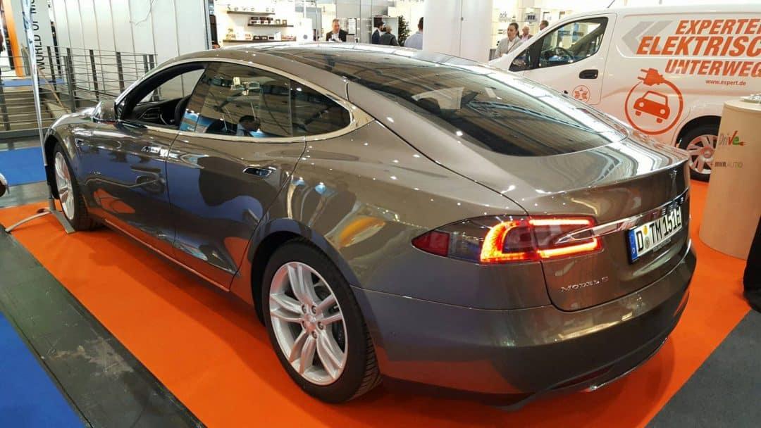 Tesla auf der expert Messe Elektroauto