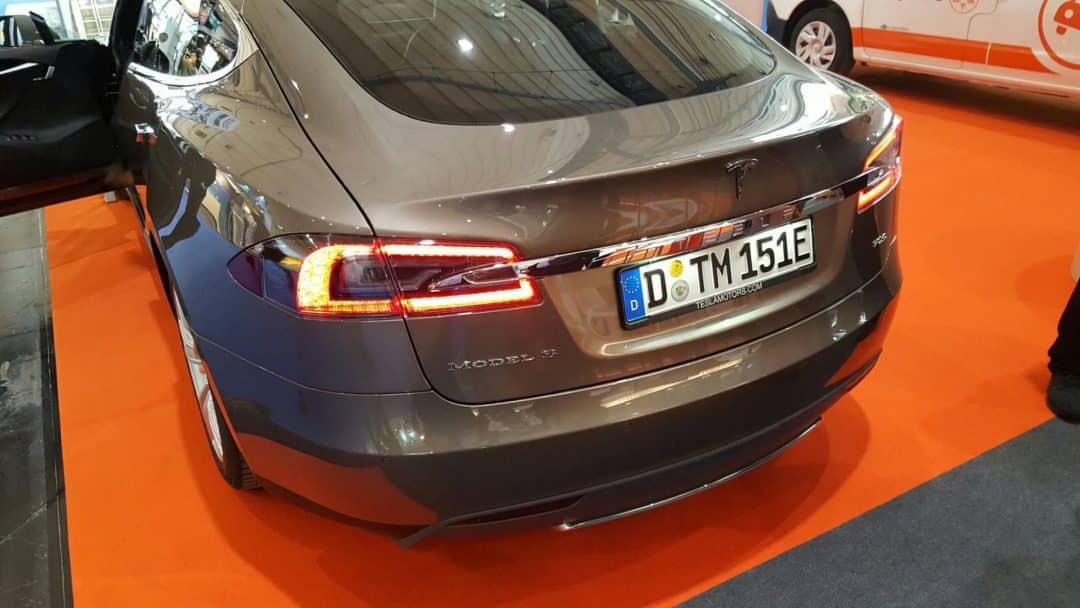 Tesla auf der expert Messe Hannover mit der ecogreen als Aussteller
